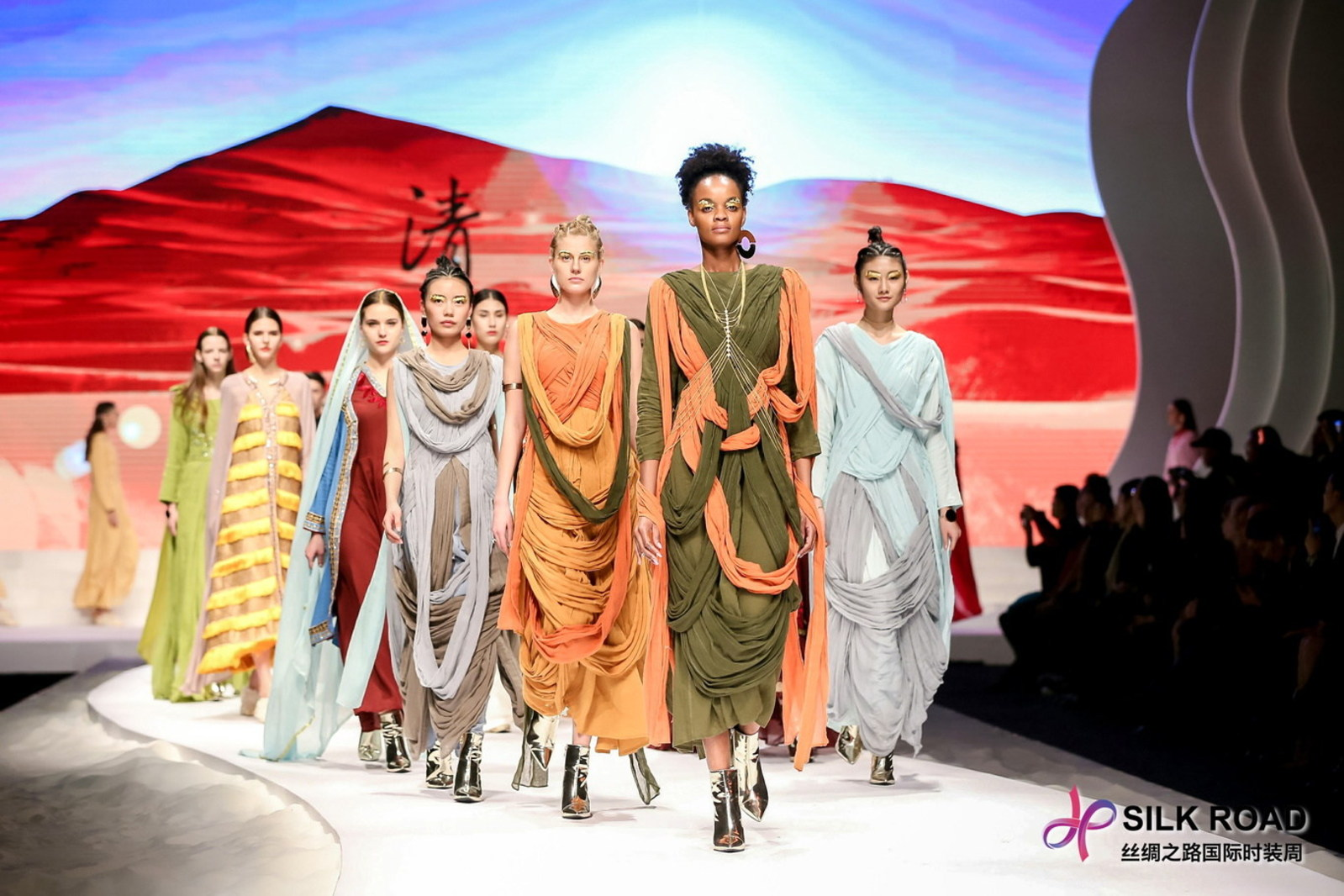 Silk Road International Fashion Week 2017 Held In Chongqing China Ocean Style
